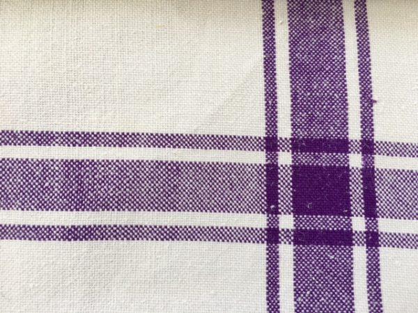 großes Leinen-Handtuch lila. Leinen-Tischläufer, Badetuch