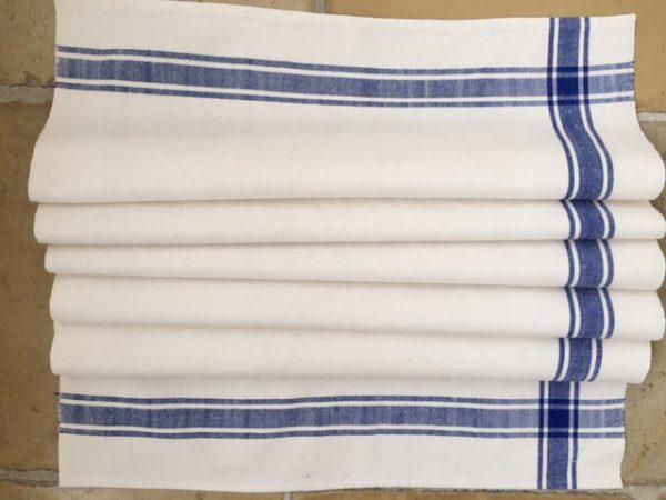 großes Leinen-Handtuch blau. Leinen-Tischläufer, Badetuch