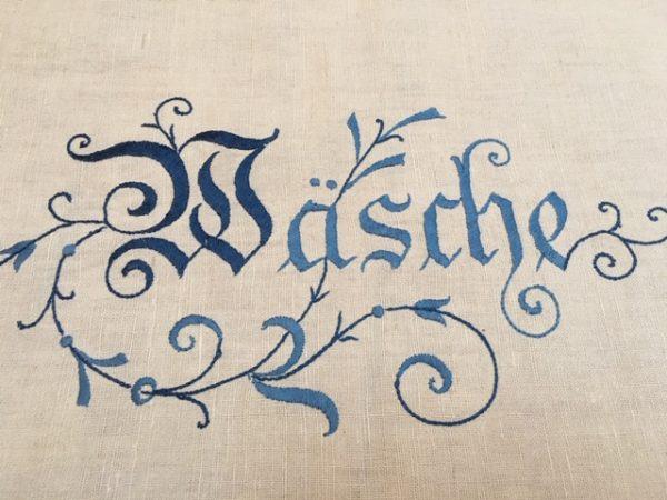 Korbtuch antik, altes Leinen, Jugendstil, Stickerei blau